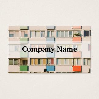 Prédio de apartamentos cor-de-rosa, arquitetura de cartão de visitas