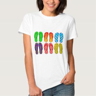 Presentes coloridos do verão do tema da praia do t-shirts