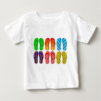 Presentes coloridos do verão do tema da praia do tshirt