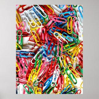Presentes coloridos dos materiais de escritório do pôster