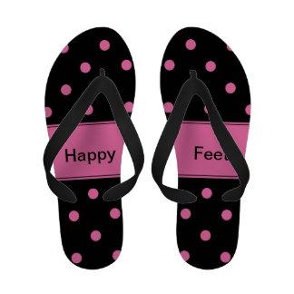 Preto com chinelos cor-de-rosa das bolinhas