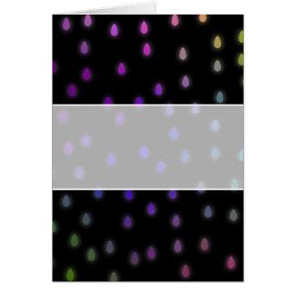 Preto com gotas da chuva da cor do arco-íris cartão