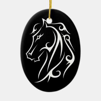Preto do ornamento principal de cavalo