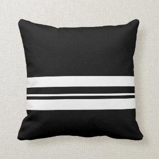 Preto e branco travesseiros