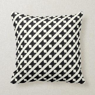 Preto & fora do teste padrão geométrico do travesseiros