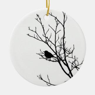 Preto na silhueta branca do pássaro - ornamento de cerâmica