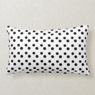 Preto no design branco do ponto travesseiro de decoração