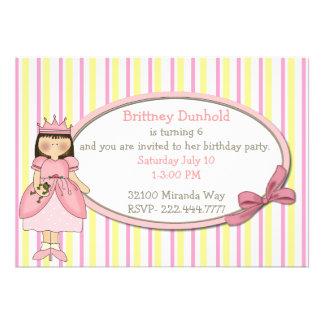 Princesa com convite de aniversário do sapo