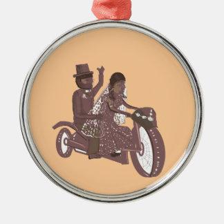 Produtos do casamento do motociclista ornamento redondo cor prata