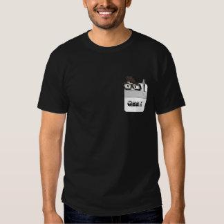 Protetor do bolso com um geek e uma caneta tshirt