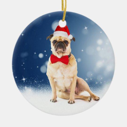 Pug com o chapéu do papai noel do Natal Ornamento De Cerâmica Redondo