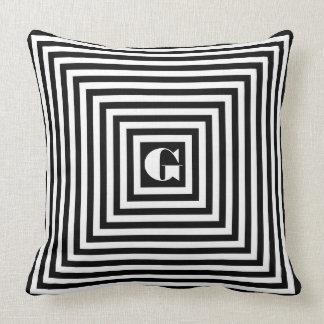 Quadrados preto e branco do monograma travesseiros