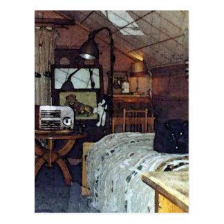 Quarto do sótão com Harpo o gato Cartao Postal