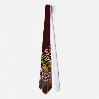 Quatro árvores lunáticas das estações no laço feit gravatas