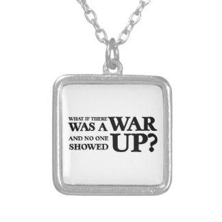 Que se lá uma guerra, e ninguém foi aparecida? colar com pendente quadrado