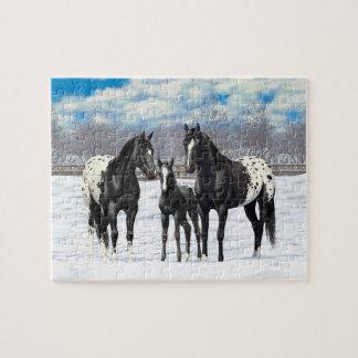Quebra-cabeça Cavalos pretos do Appaloosa na neve