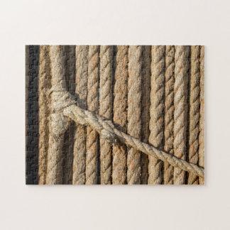 Quebra-cabeça da corda da fibra com nó e emenda