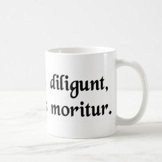 Quem o amor dos deuses morre jovens caneca de café