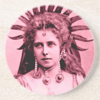 Rainha Marie de Romania como a rainha de Sun - no Porta-copos De Arenito