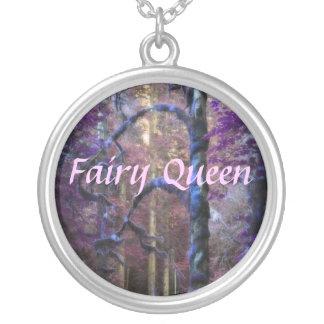 Rainha sagrado da floresta colar banhado a prata