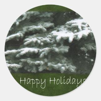 Ramos verdes cobertos de neve - boas festas adesivos redondos