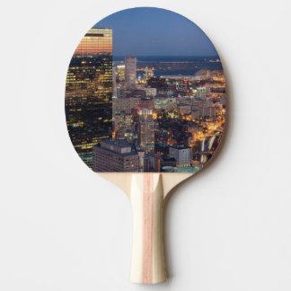 Raquete De Tênis De Mesa A construção de Boston com luz arrasta na estrada