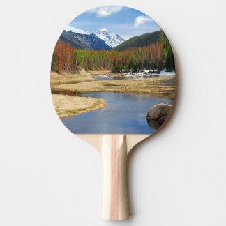 Raquete Para Ping Pong Enrolamento o Rio Colorado com montanhas e pinhos