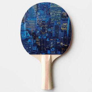 Raquete Para Ping-pong Skyline de NYC, opinião de ângulo alto no