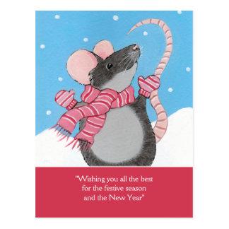 Rato feliz no cartão festivo da estação da neve cartão postal
