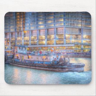 Rebocador em Chicago River Mouse Pads