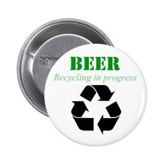 Reciclagem da cerveja no botão do processo botons