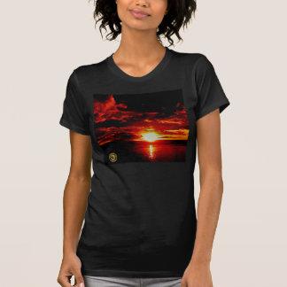 Red Eye ao T das mulheres de Oahu T-shirts