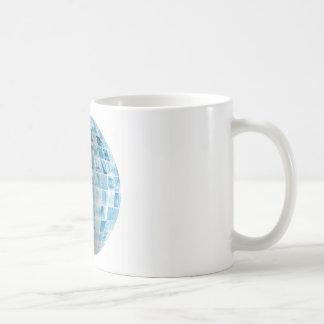 Rede global da tecnologia do negócio com futurista caneca de café