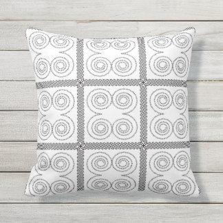 Redemoinhos em preto e branco almofada para ambientes externos
