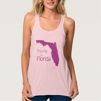 Regata Ajude Florida após o rosa e o roxo de Irma do