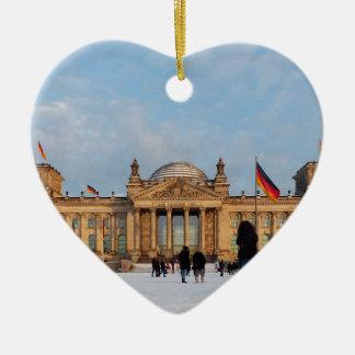 Reichstag_001.02 nevado (Reichstag im Schnee) Ornamento De Cerâmica Coração