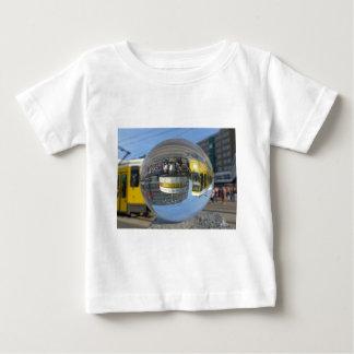 Relógio de ponto do mundo, Alex, Berlim, bola de Camiseta Para Bebê