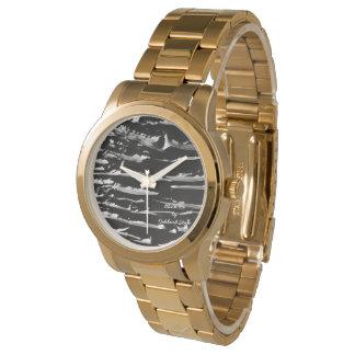Relógio de pulso do bracelete do ouro do gelo