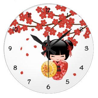 Relógio Grande Boneca vermelha de Sakura Kokeshi - gueixa