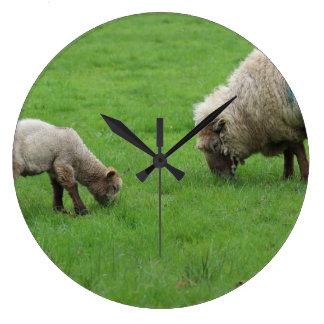 Relógio Grande Cordeiro e carneiros do primavera