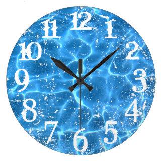 Relógio Grande Números afligidos branco e folha de prova da foto