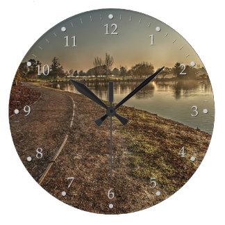 Relógio Grande Trajeto da beira do lago no alvorecer