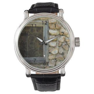 Relógio Janela velha da parede da rocha
