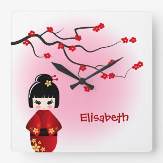 Relógio Quadrado Boneca japonesa do kokeshi nas flores de sakura