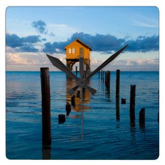 Relógio Quadrado Casa no oceano no Ambergris Caye Belize