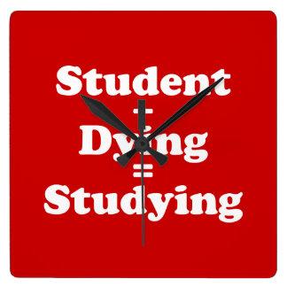Relógio Quadrado Estudante mais o estudo de morte dos iguais