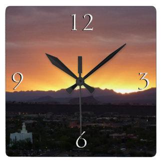 Relógio Quadrado Nascer do sol sobre a paisagem de St George Utá