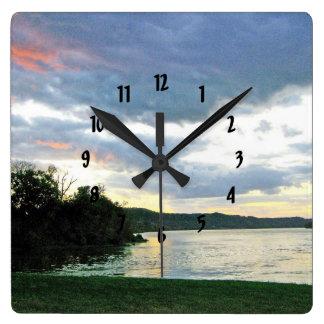 Relógio Quadrado O nascer do sol do vale do Rio Ohio em Kentucky