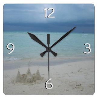 Relógio Quadrado Paisagem tormentoso da praia do Sandcastle