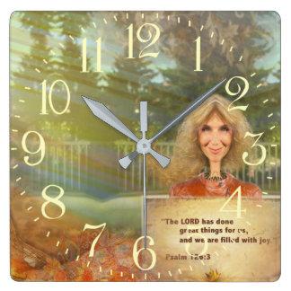 Relógio Quadrado Salmo 120 da queda do conto de fadas enchido com a